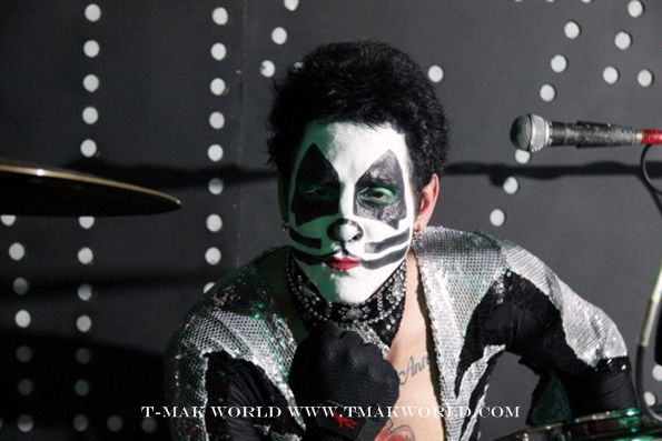 Deen Castronovo as Peter Criss